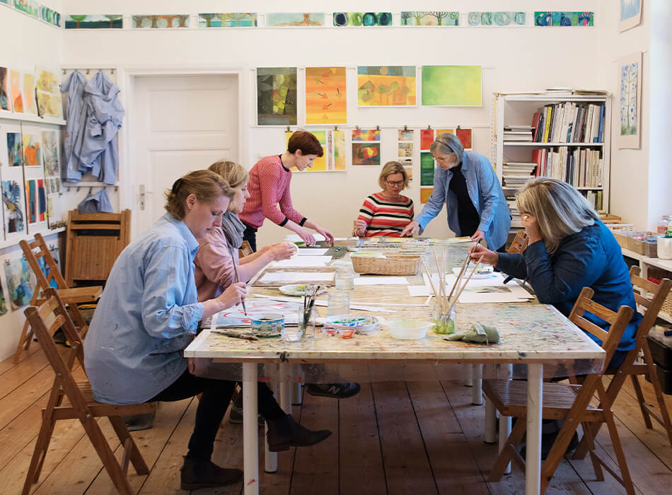 Erwachsene Malen im Malkurs im Atelier